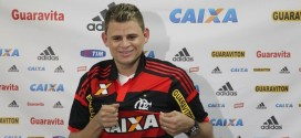 Jogador do Flamengo Jonas participa de jogo beneficente em Miguel Alves e  ganha Título de Cidadania